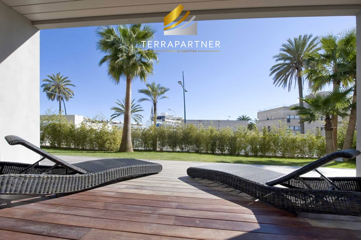 Ibiza Town: Luxurious garden apartment directly at the marina