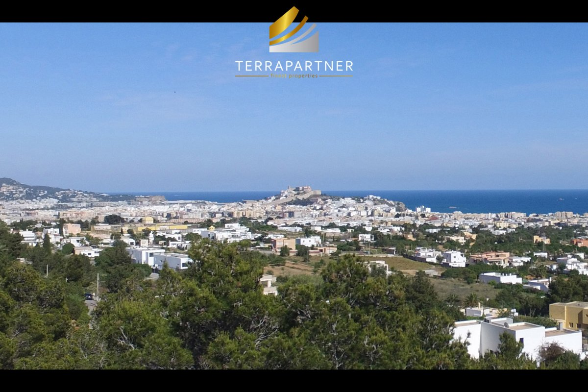 First class building plot for villa with 500 m² with sea views & Dalt Vila views